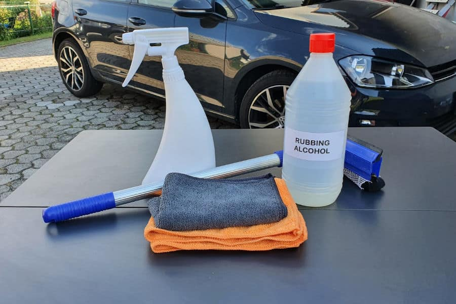 Everything you need for cleaning car windows with alcohol.