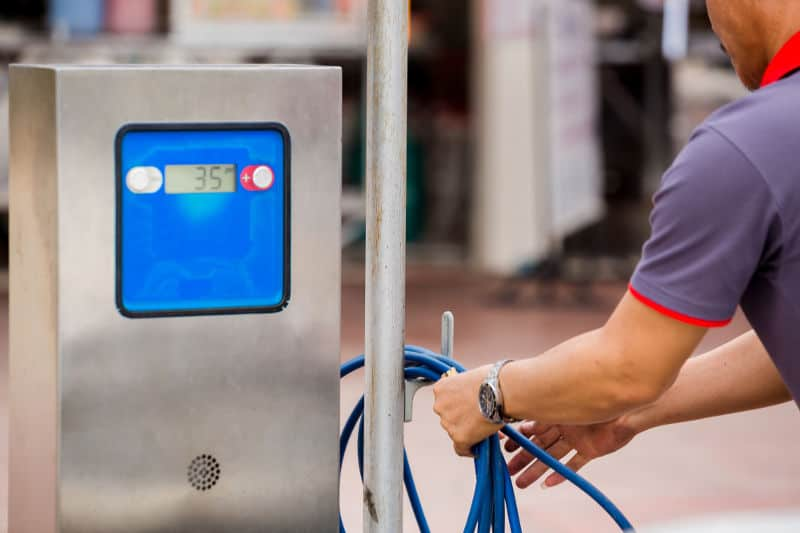 How to use the air pump at a gas station?