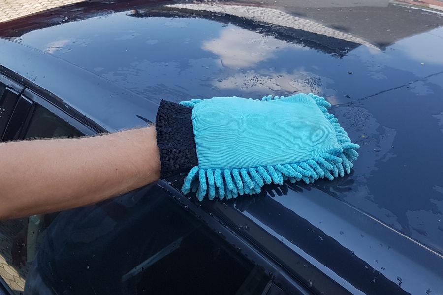 Washing a car with a microfiber car wash Mitt.